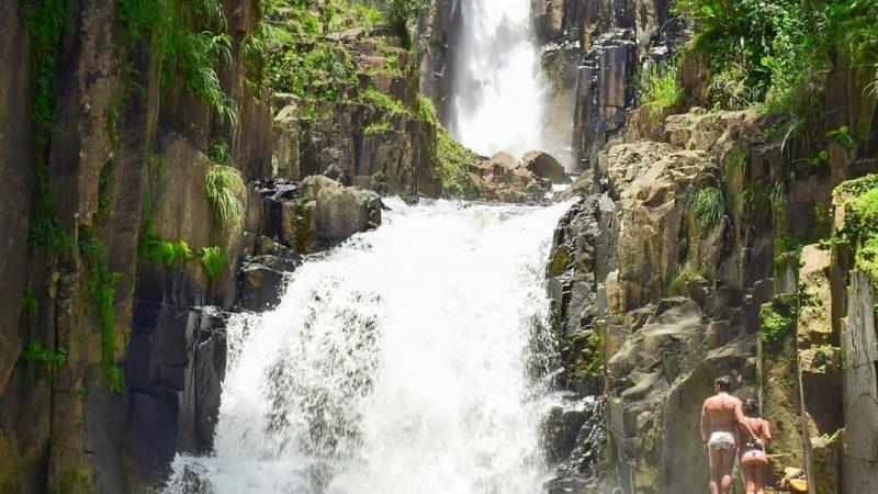 Cinco destinos com cachoeiras em Goiás que você precisa conhecer
